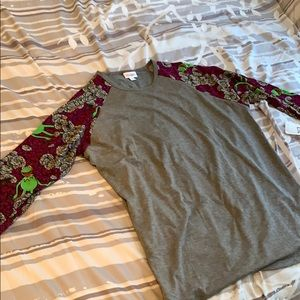 NWT Adorable LulaRoe Randy Top with Kermit sleeves